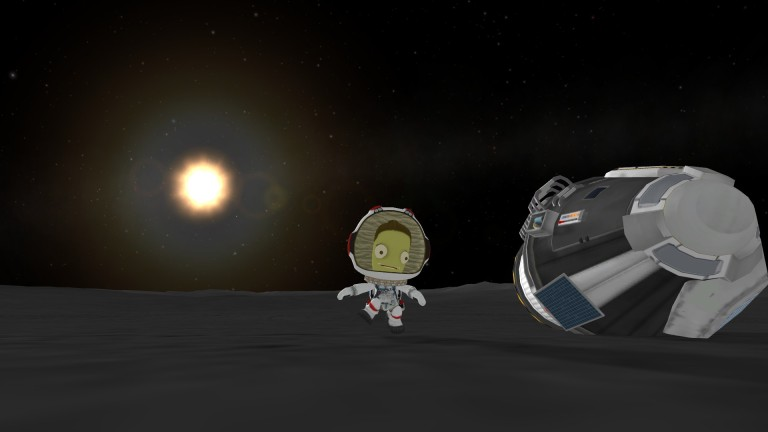 Valentina performs an EVA on the surface of the Mun!